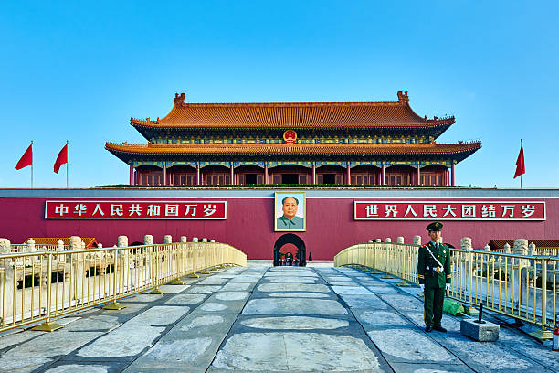 Gate Of Heavenly Peace Tiananmen Square Forbidden City BeijingBe Beijing , China - September 24, 2014: Chinese soldier in front of the Gate of Heavenly Peace Tiananmen Square forbidden city Beijing China mao tse tung stock pictures, royalty-free photos & images