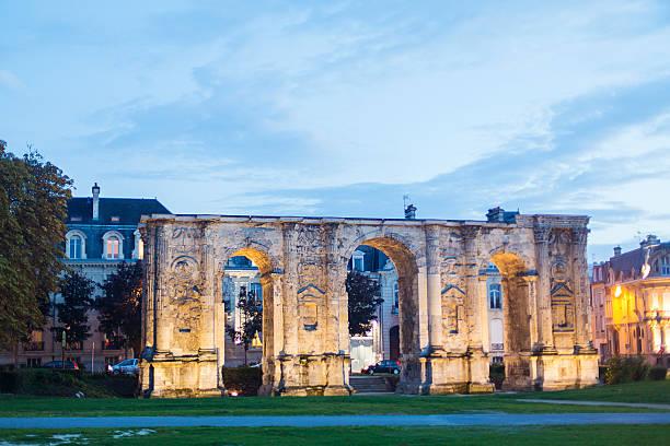 Porte de Mars The ancient Roman gate Porte de Mars in Reims marne stock pictures, royalty-free photos & images