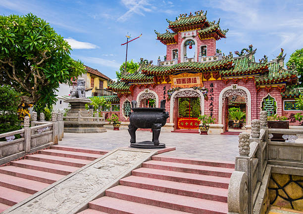gate of phuc kien assembly hall, hoi an, vietnam - 호이안 뉴스 사진 이미지