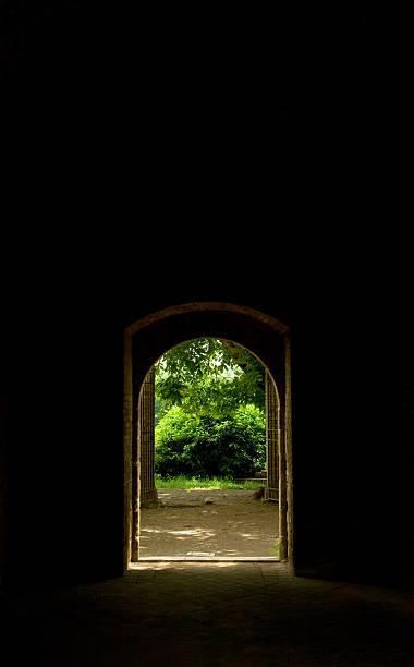 gate - der geheime garten stock-fotos und bilder