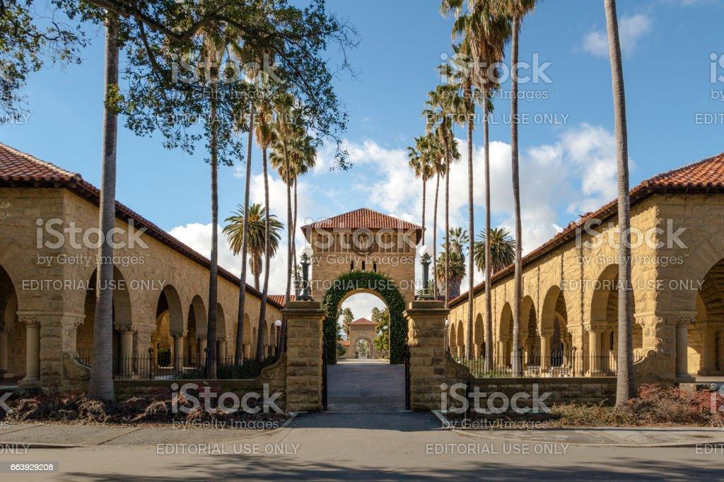 A Bamboo Gate In Palo Alto: 스탠포드 대학 캠퍼스팔로 알토 캘리포니아 미국에서 주요 쿼드에 게이트 건축에 대한 스톡 사진 및 기타