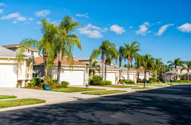Gated community houses with palms, South Florida Gated community houses with palms in South Florida, United States gated community stock pictures, royalty-free photos & images
