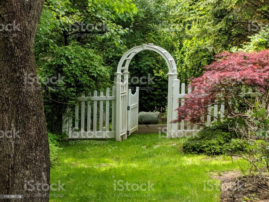 Gates To A Secret Garden In New York Im Fruhling Stockfoto Und