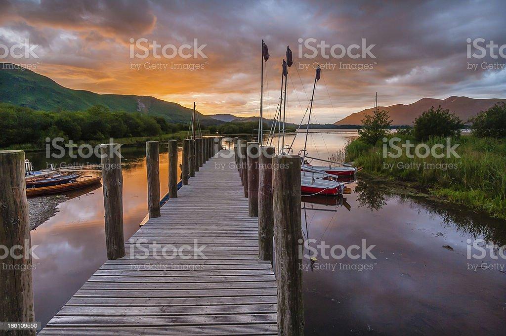 Gauche orange sunset wooden pier yachts Borrowdale Lake District stock photo