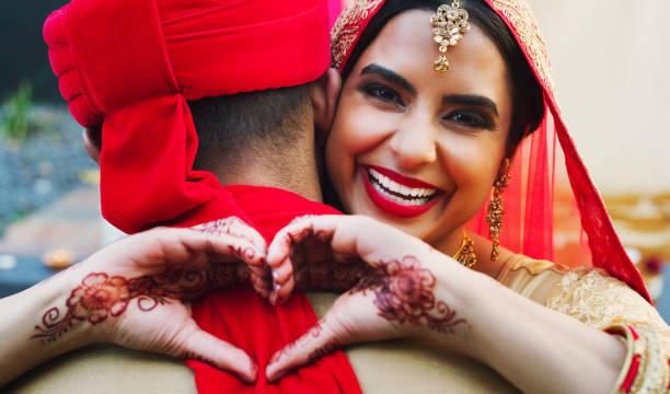 je lui ai donné mon cœur pour garder - mariage musulman photos et images de collection