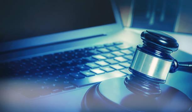 gavel et livres de droit juridique image de concept - marque déposée photos et images de collection
