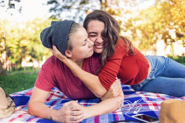 gay paar umarmt - hipster unterwäsche stock-fotos und bilder