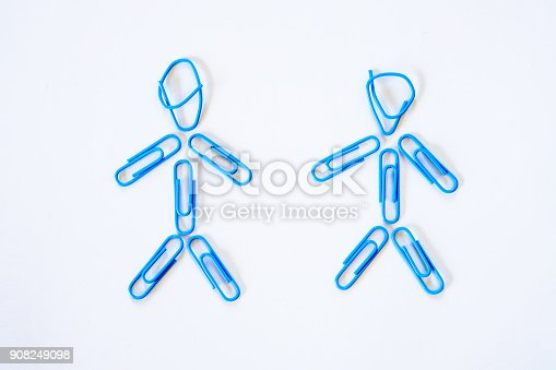 istock Gay couple separated concept from paper clips 908249098
