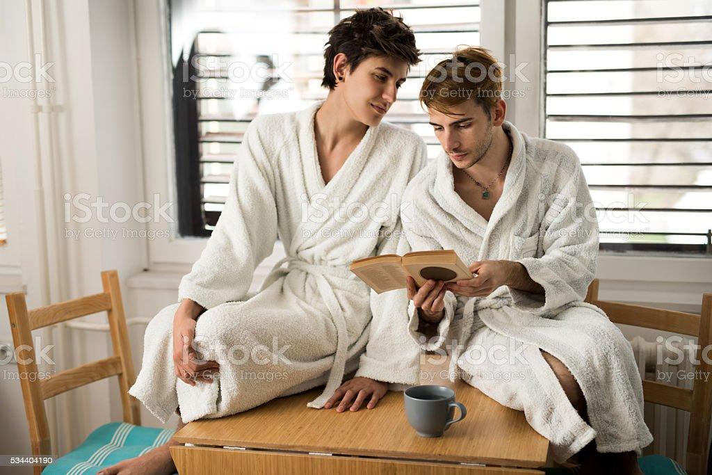 Два гея на кухне