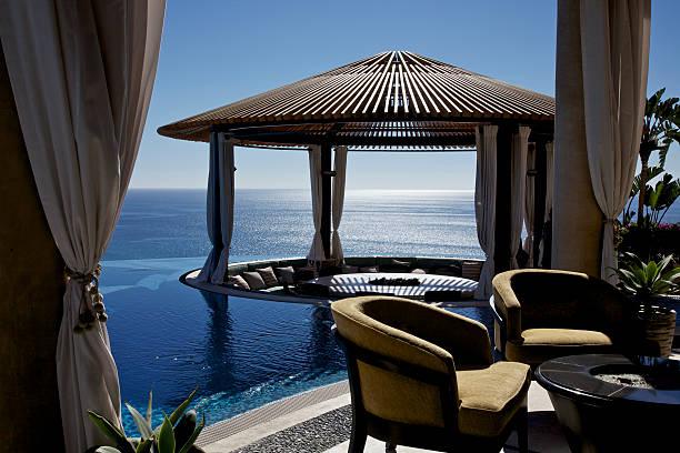 pavillon im luxus-resort - mexikanische möbel stock-fotos und bilder
