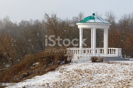 istock Gazebo in historical park, house of the nobility by a snowy day. Russia, Orel city 910607172