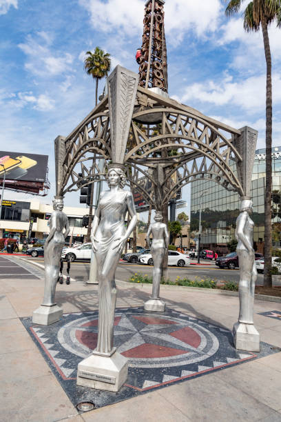 gazebo mit statuen von dorothy dandridge, dolores del rio, mae west und anna may wong - mae west stock-fotos und bilder