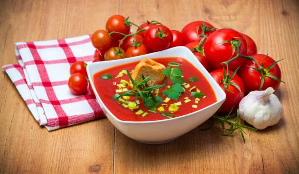 gazpacho - kalte tomatensuppe stock-fotos und bilder