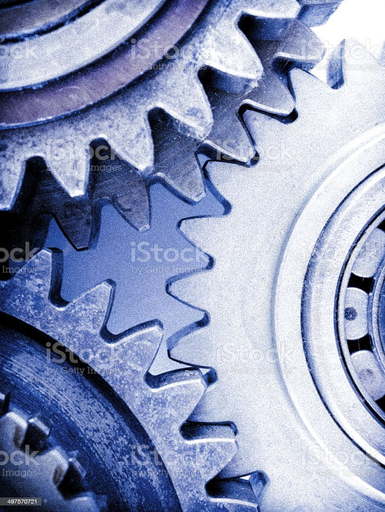 How does Brickell's under eye cream for men work, picture of gears turning