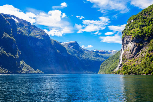 geiranger at geirangerfjord, norway - fiordi foto e immagini stock