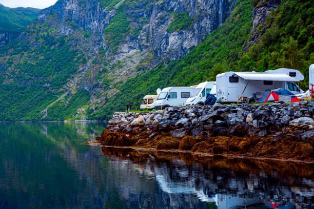 Geiranger Fjord, Norwegen. Familienurlaub Reisen RV, Urlaubsreise im Wohnmobil, Caravan Auto Urlaub. – Foto