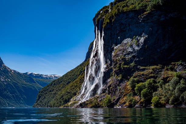 Geiranger Fjord, Wasserfall Sieben Schwestern. Schöne Natur Norwegen Naturlandschaft. – Foto