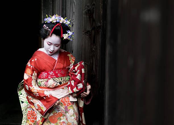 geisha wearing a beautiful kimono - kimono stock-fotos und bilder