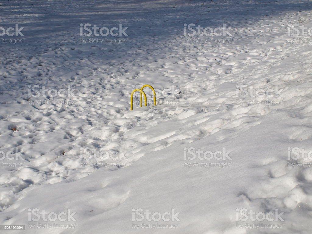 Yellow Geländer in den River-zugefroren – Foto
