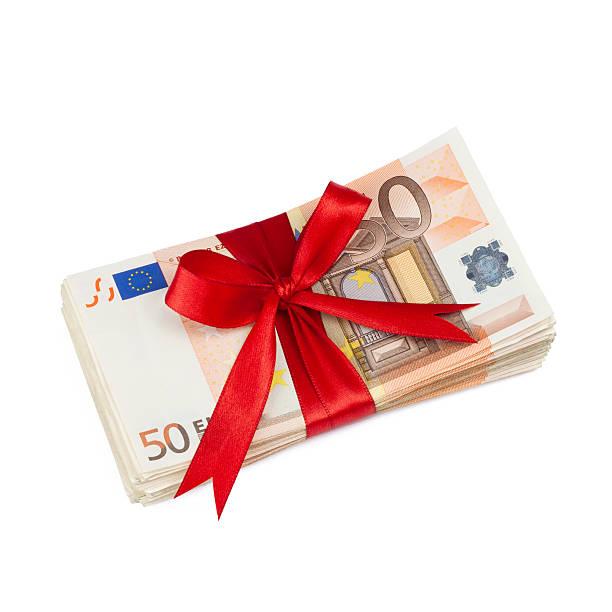 geldgeschenk 2 geldscheine mit schleife auf weissem grund fifty euro banknote stock pictures, royalty-free photos & images