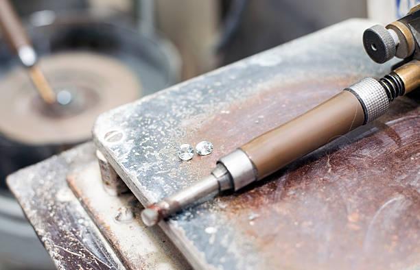 gemstones grinding workshop - europäisch geschliffene diamanten stock-fotos und bilder