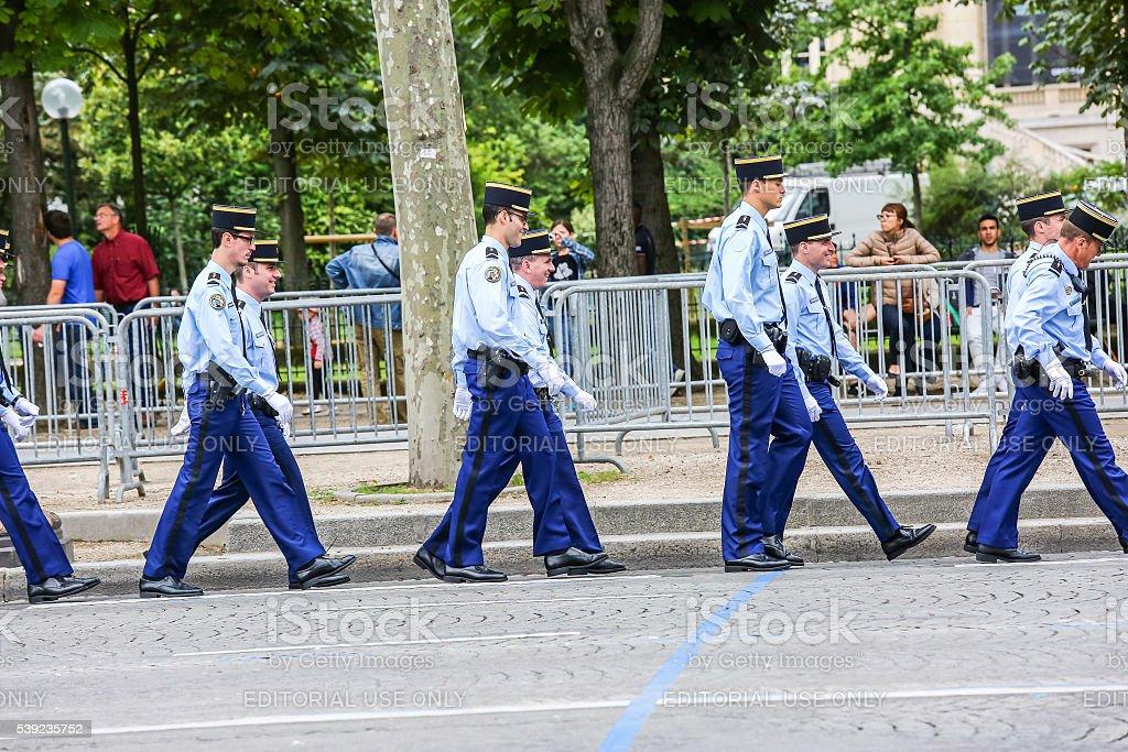 Grupo de gendarmería durante el día nacional, Champs élysée avenue. foto de stock libre de derechos