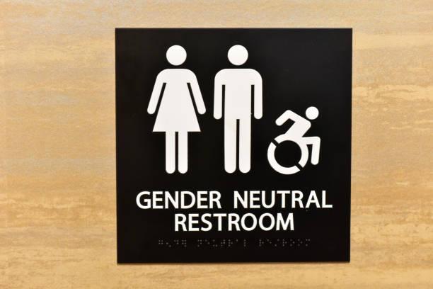 signo de baño neutral de género - intergénero fotografías e imágenes de stock