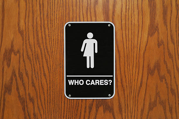 """gender neutral restroom sign that says, """"who cares?"""" - 성별 뉴스 사진 이미지"""