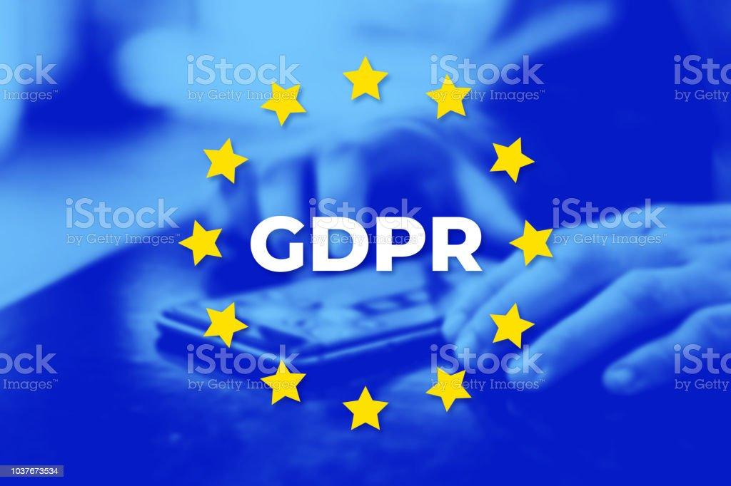 GDPR - Reglamento de protección de datos. Bandera de la UE con foto azul - foto de stock