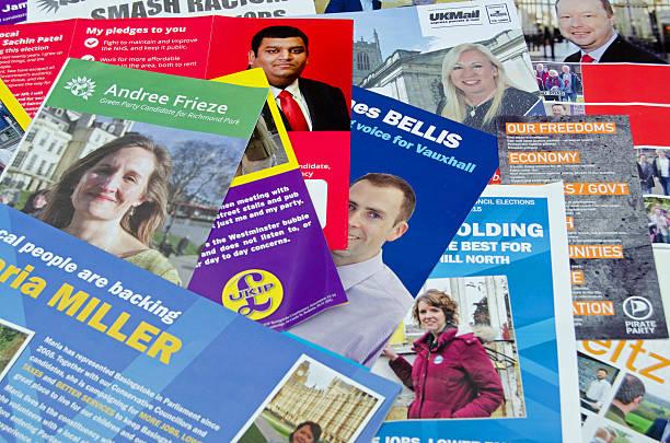 allgemeine wahlen broschüren, uk 2015 - britische politik stock-fotos und bilder
