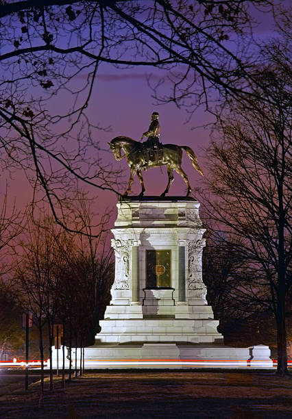 General Robert E. Lee monument in Richmond, Virginia Monument avenue at night robert e. lee stock pictures, royalty-free photos & images