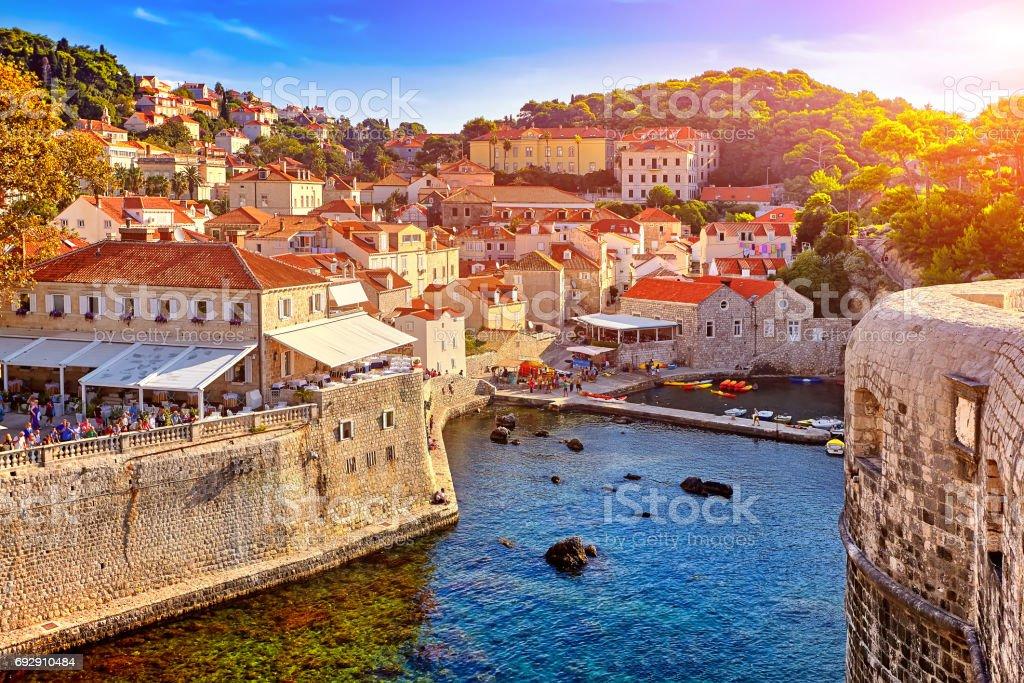 Algemeen beeld van Dubrovnik - forten Lovrijenac en Bokar gezien royalty free stockfoto