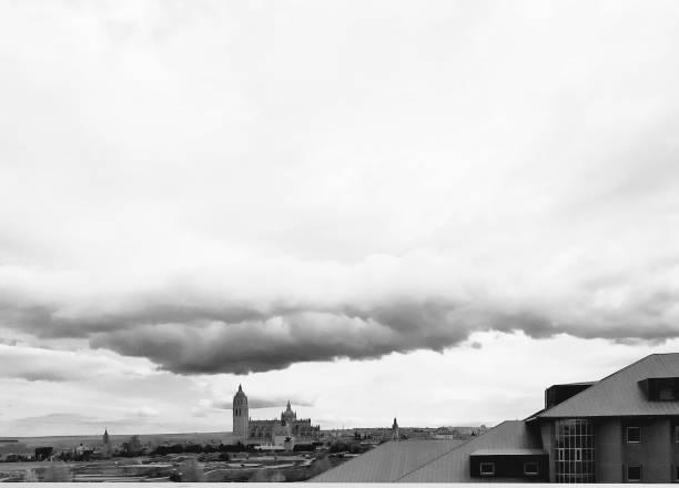 Vista general de la ciudad de Segovia. - foto de stock