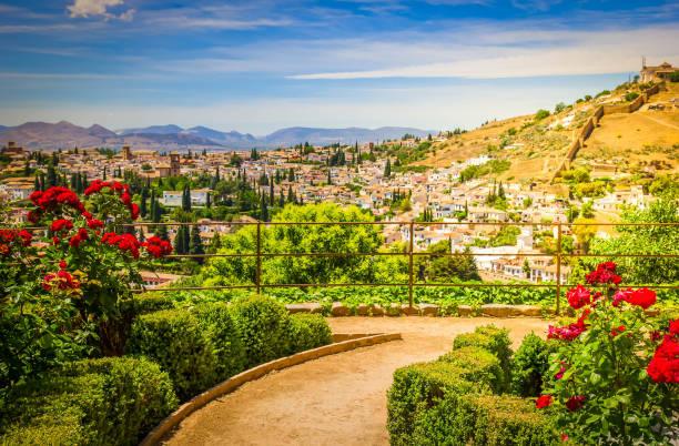 ヘネラリフェ庭園、グラナダ、スペインの都市 - スペイン グラナダ ストックフォトと画像