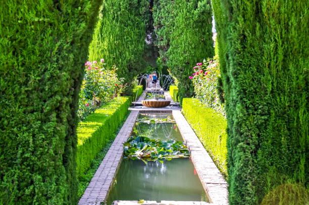 アルハンブラ宮殿, グラナダ, スペイン近くヘネラリフェ庭園 - スペイン グラナダ ストックフォトと画像