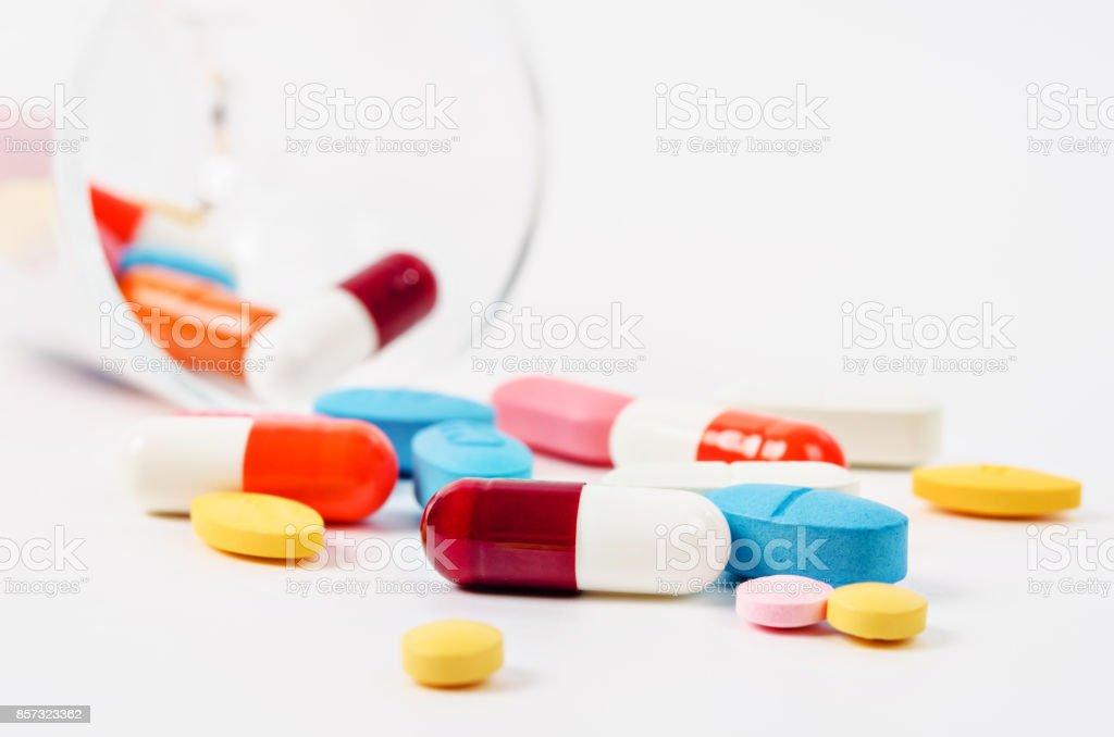 Medicamento genérico prescrição drogas pílulas e comprimidos farmacêuticos sortidos - foto de acervo