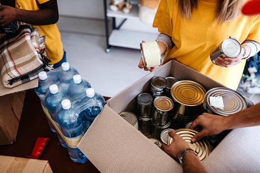 Generous People Helping To Poor People — стоковые фотографии и другие картинки Charitable Foundation