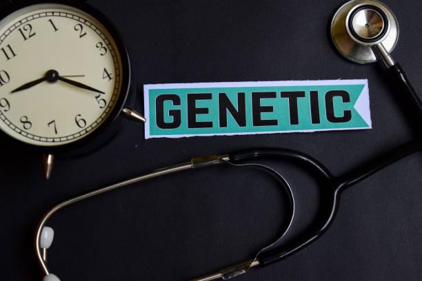 genetisch auf dem papier mit healthcare concept inspiration. wecker, schwarzes stethoskop. - arzt zitate stock-fotos und bilder