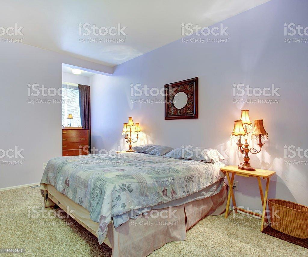 Sanftes Lavendel Wänden Indem Sie Mit Einem Schlafzimmer ...