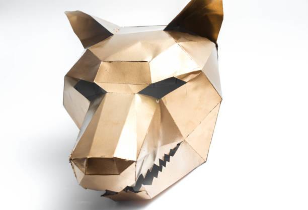 geometrische 3d maske wolf kopf gold tiere - cartoon kostüme stock-fotos und bilder