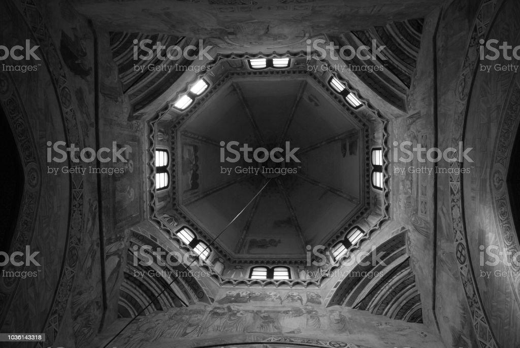 Geometrische Apsis Chiaravalle Kloster von Italien – Foto