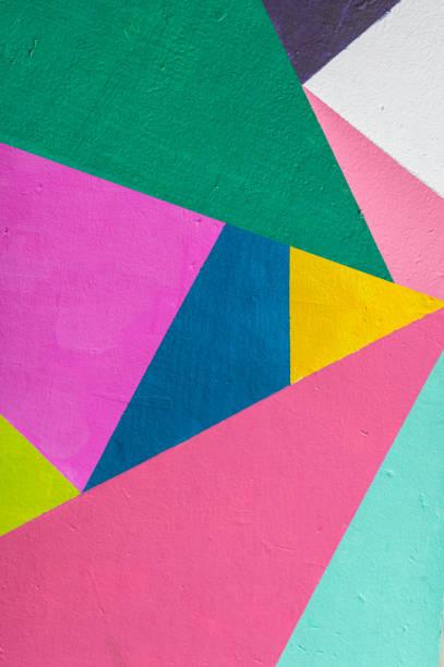 Fondo geométrico de la pared con tonos brillantes.  estilo pop art - foto de stock