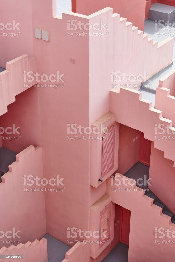 Geometrische Gebäudeentwurf. Die Rote Wand, La Manzanera. Calpe – Foto
