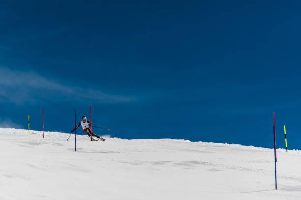 gudauri, georgien - 28. märz 2015: georgische skifahrer führt bei slalom-weltmeister von georgien - skirennen stock-fotos und bilder