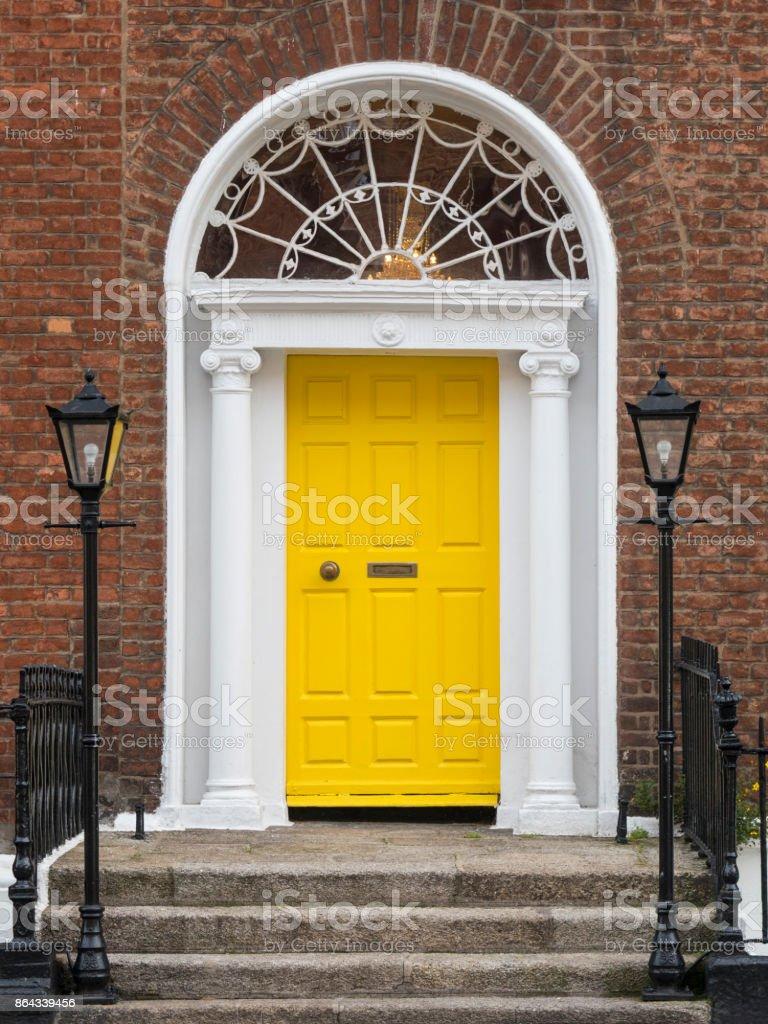 Pourquoi Pas De Volets En Irlande photo libre de droit de porte jaune géorgienne dublin