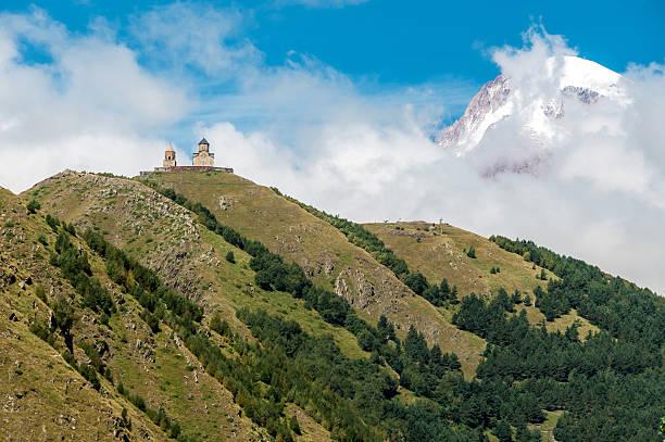 Gergeti Trininty Kirche. Dorf Stepanzminda. Republik Georgien – Foto