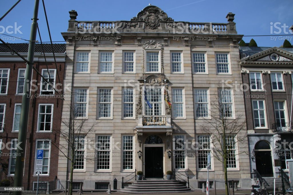 Duitse ambassade in een oud pand aan de Lange Vijverberg in Den Haag, Nederland foto