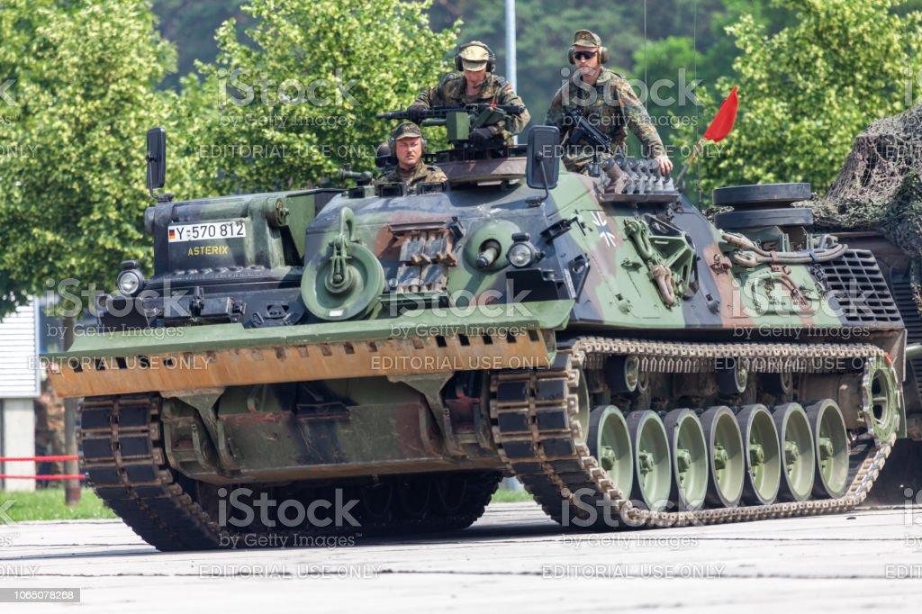 ドイツ装甲回収車連邦から Bergepanzer 2 はバラック ブルク オープン ...