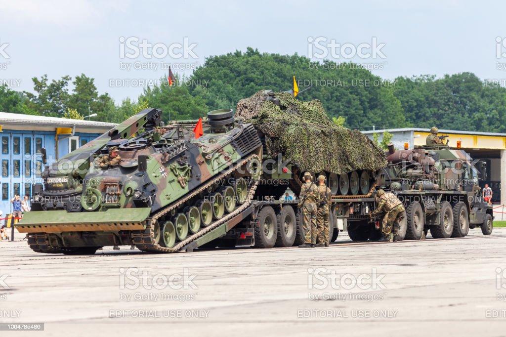ドイツ装甲回収車連邦から Bergepanzer 2 バラック ブルク オープン日 ...