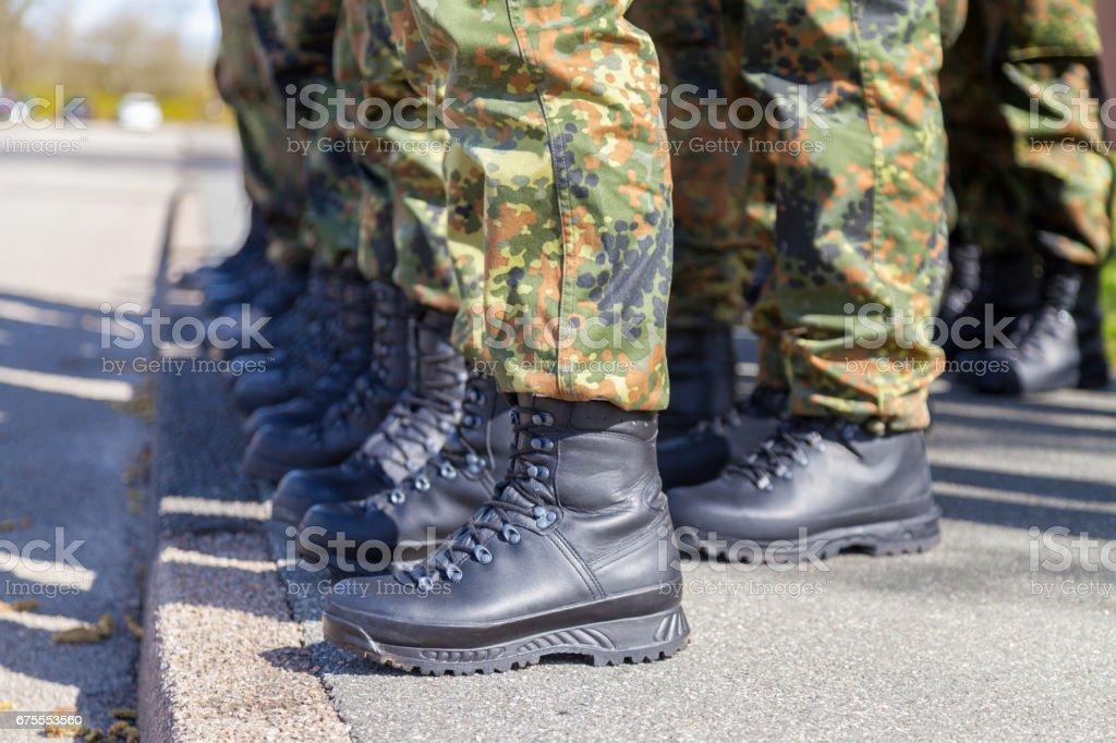 Bilder Linie Und Bundeswehr In Stockfoto Mehr Schuhe Einer HIeEYWD29